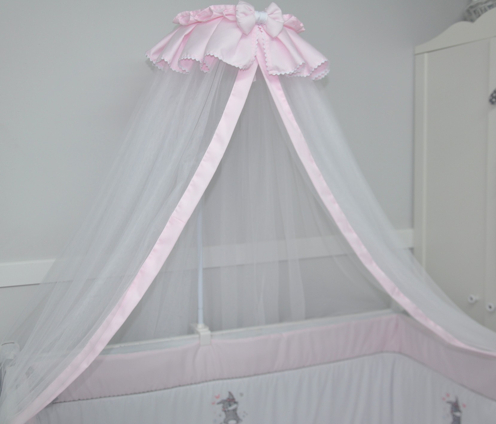 Comment choisir son ciel de lit rose poudré ?